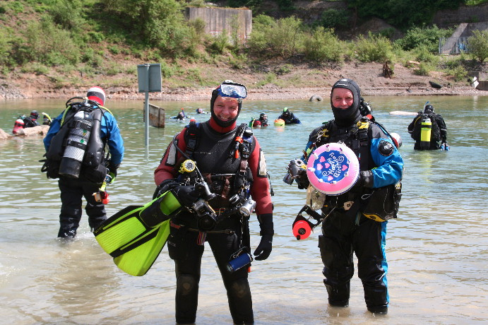 Cyril and Stewart with er, birthday cake? Look at all those divers in the background - poor old newts!