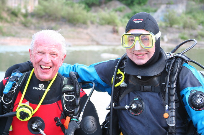 John and Duncan coming back, looking ecstatic after such an interesting dive.