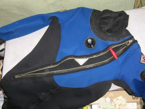 Dry_suit_front-entry